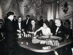 Haga juego. Casino Parisien, 1953. (Foto de Constantino Arias)
