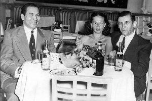 Fulgencio Batista con Meyer Lansky y una acompañante